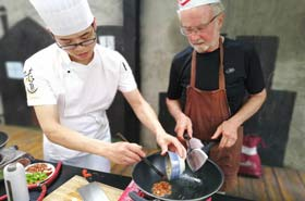 Tour in Sichuan | Visiting Chengdu's Pandas and Taking Sichuan Cuisine Cooking Class / Day Tour