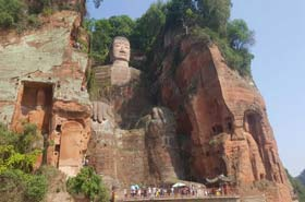 Tour in Sichuan | Visiting Chengdu's Pandas and Leshan's Giant Buddha / Day Tour